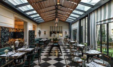 Il ristorante Casa Tua delJ.K. Placeal civico 82 di rue de Lille, Parigi.Nato dalla visione dell'italo-israelianoOri Kafri, l'hotel di lussoha aperto nel 2020 nella capitale francese, la prima volta all'estero dopo Capri,Roma e Firenze.Sono tutti ospitati all'interno di palazzi storici completamente ridisegnati