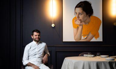 """Oggi, 2 giugno, riparte l'Enrico Bartolini al Mudec, tre stelle a Milano: """"Al terzo piano delMudecmi sento a casa. Pronto a dare il meglio di me stesso. Insieme al mio splendido team stiamo infatti cucinando dei piatti incredibili, che adoro e che non vedo l'ora di poter condividere con gli amati ospiti. Sì, perché abbiamo gran desiderio di riprendere a deliziarvi con gusto Contemporary Classic"""", scrive lo chef sulla sua pagina Facebook"""