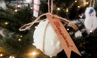 E se le palline dell'albero di Natale fossero di gelato? E' l'idea con cui ha giocato il gelatiere di Pinagel a Peschici, Iginio Ventura, in uno dei suoi post sui social
