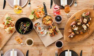 Alcune delle tapa asiatiche dell'ultima creatura dello chef Luke Dale-Roberts, già noto per il Test Kitchen di Cape Town. Ispirato nel concetto alle cene americane anni Cinquanta, il menu del Pot Luck Club si divide in 6 parti: salato, acido, dolce, amaro, umami e dessert, telefono+ 27.(0)21.4470804(foto unlike.net)