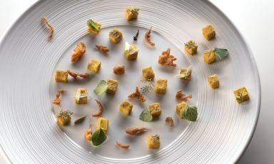 Rome-Bombay mix, a recipe by Simone Salvini using two types of flour: chickpea and buckwheat. A nice, rich and tasty dish (photo by Federico Cavicchioli)
