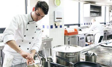 Matteo Zonarelli è tra i tre italiani che si contenderanno la S.Pellegrino Young Chef 2016: ha infatti vinto le selezioni Northeast Asia. lavora a Macao con Umberto Bombana. Il giovane cuoco racconta a Identità Golose la sua carriera e il piatto con cui ha prevalso suicolleghi asiatici