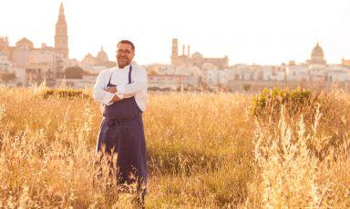 Angelo Sabatelli, uno dei massimi esponenti della ristorazione, col suo ristorante a Putignano