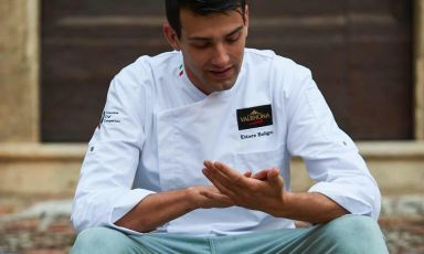 Ettore Beligni, dopo due anni da pastry chef al ristorante Arnolfo di Colle Val d'Elsa («Considero Gaetano Trovato un maestro») e otto mesi come chef de partie nel tristellatoThe Fat Duckin Inghilterra, è approdato al Mandarin Oriental sul lago di Como
