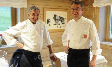 Gigi Dariz e Mauro Uliassi in uno scatto da Serena Serrani prima delle loro superba cena da Aurelio, il rifugio-ristorante dei Dariz al Passo Giau, tra Cortina d'Ampezzo e Colle Santa Lucia