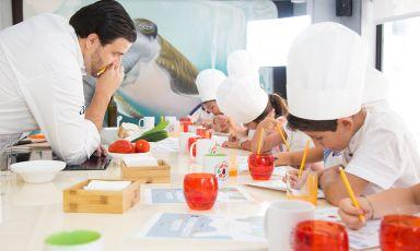 """Xanty Eliascon i """"suoi"""" bambini. Lo chef andaluso è il vincitore della sesta edizione del Basque Culinary World Prize, il prestigioso premio creato e assegnato dal Governo Basco e dal Basque Culinary Center"""