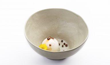 L'uovo della gallina che mangiava i semi del latte: il piatto del 2021 di Cinzia Mancini