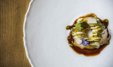 Ciambella di pasta all'uovo, chimichurri, funghi d'invero e ristretto ai funghi: il piatto del 2021 di Rocco De Santis