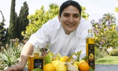 Mauro Colagreco and his extra virgin olive oil range with ginger and lemon. Argentinian of Italian origins, he will turn 37 in October. With a Brazilian wife and a new-born child, the chef works at Mirazur in France, 2 Michelin stars and number 24 in the World's 50Best