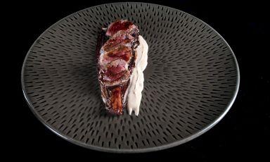 Radicchio laccato, cervo al mosto cotto e mandorle: il piatto del 2021 di Filippo Baroni(foto di Lido Vannucchi)