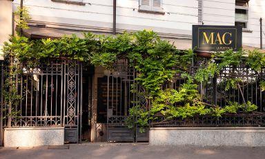 L'ingresso su via De Amicis al numero 22. Il locale è aperto utti i giorni dalle 7.30 alle 2