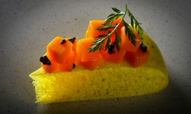 Indian steamed focaccia with yellow pumpkin and black salt by Simone Salvini, the vegan chef struck by a visit to Le Calandre in Rubano (Padua)