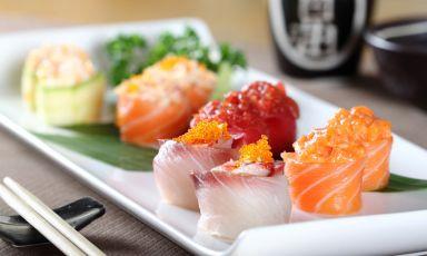 Un bellissimo piatto del ristorante Iyo:la copertina perfetta per la nostra selezione dei migliori indirizzi in cui mangiare giapponese nella città che sta per ospitare Expo, prima puntata di una serie di pubblicazioni che passeranno in rassegna il top della gastronomia milanese
