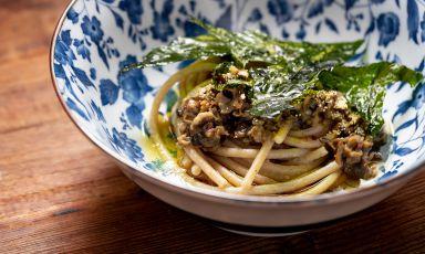 Spaghetti, chiocciole al limone, cicoria e tè: la ricetta dell'estate di Senio Venturi