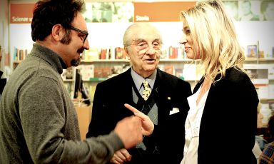 Gualtiero Marchesiwith Paolo Lopriore, his favourite pupil, and bloggerStefania Buscagliafrom Mangiaredadio. She met them in Como, in April 2016, at the presentation of the book by the maestro.Marchesihas always considered Lopriorethe best person to continue his work, even at Alma, the international school of Italian cuisine in Colorno, Parma