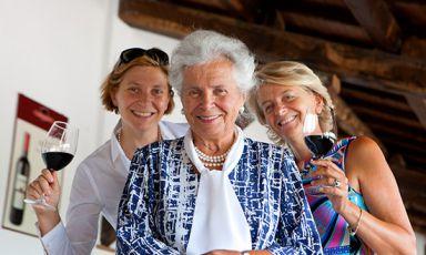 Mamma Maria Grazia tra le figlie Chiara e Teresa Lungarotti