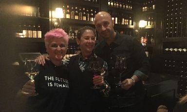 Metti una sera Cristina Bowerman a Osteria Mozza a Los Angeles. E' accaduto a fine novembre per la Settimana della Cucina Italiana di qualità nel mondo. Nella foto, al centro la padrona di casa, Nancy Silverton, tra la Bowerman e Joe Bastianich