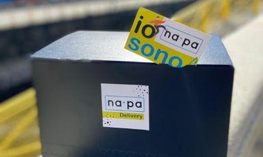 Il box con cui vengono consegnati i menu in delivery di Na.Pa. durante il weekend