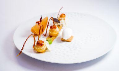 Pere, castagne, caramello: il piatto del 2021 di Gaetano Trovato, chef patron di Arnolfo a Colle Val d'Elsa (Siena)