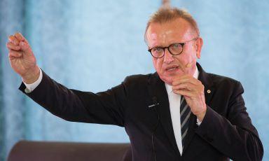 Richard Geoffroy, per 28 anni chef de cave della Dom Pérignon, Maison di Epernay che lascerà dopo la venedemmia 2018, durante il suo discorso nella sala del consiglio del Comune di Parma. Fopo Matteo Fornari