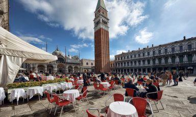Piazza San Marco vista dai tavolini del Gran Caffè Quadri, il locale della famiglia Alajmo