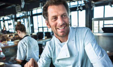Lo chef sudafricano Luke-Dale Roberts è risultato ancora il numero uno della classifica con cui ogni anno il magazine Eat Out mette in fila i migliori ristoranti del paese, con il suo The Test Kitchen. Ma è anche impegnato in alcune nuove aperture