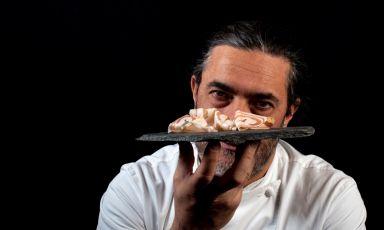Stefano Masanti e la pancetta di suino nero delle Alpi che produce conMa! Officina Gastronomica
