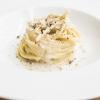 …e darà vita a splendidi Spaghetti Monograno Felicetti, Grana Padano, pecorino romano e toscano, ricotta di siero di latte, blend di 4 pepi