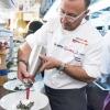 Il resident chef di Eataly Flatiron Fortunato Nicotra al lavoro al Dine Around col suo piatto: Felicetti Conchiglie Nere, Grana Padano e ristretto di pera