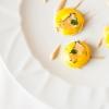 Bottoni all'extravergine di oliva taggiasca, acciuga salata, tartufo nero e caviale di Chardonnay 2013 Castello di Gabiano