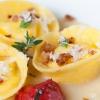 Clelia Bandini,Lucitta, Tortolì (Ogliastra)  Tortello di pecorino, salsa di cipolla e guanciale croccante di Villagrande. Semplicemente, racchiude il mio territorio