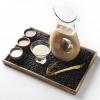 Il cocktail più noto del Congdu: makgeolli difagioli neri e ginseng rosso invecchiato 6 anni