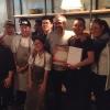 La squadra del ristorante Mingles fa festa a fine cena coi colleghi dell'Osteria Francescana. Al centro, Massimo Bottura, presenza illustre del Seoul Gourmet Festival (leggi qui)