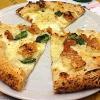 LaPizza Crocchécon fiordilatte dei monti Lattari e crocchédi patate diPeppe Guida: una squisita pizza a 4 mani conGiancarlo CasaallaGatta Mangiona(foto Lorenzo Sandano)