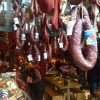 Da Pastourma Neighbourhood (indirizzo: Evripidou) infinite varietà di salumi, tra i quali ovviamente la pastourma,  manzo e/o cammello stagionato essiccato all'aria, ricoperto di paprika, aglio e sale. Fa parte della tradizione culinaria dei Paesi dell'ex Impero ottomano, si mangia coi rusks, sorta di fette biscottate