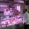 Francesco Costanzo al banco macelleria del mercato Fusina