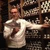 """Le ormai note New Balance 993 grigie, una vera bandiera del cuoco, amico di Jason Weis, presidente dell'azienda del Massachussets. Il plantare, però, è a km zero: """"In Emilia siamo all'avanguardia mondiale nel settore"""", spiega"""