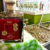 Lesvos shop (Athenas 27) è un negozio che vende gli ottimi prodotti enogastronomici provenienti dall'isola di Lesbo. Nella foto, l'Isis Elixir: il nome è così così di questi tempi, ma si tratta di un condimento a base  di aceto invecchiato 5 anni con estratti di pepe, cardamomo, frutti e ginger
