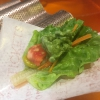 Cogollo con sorbete. Seconda preparazione rifnita al tavolo: cuore di lattuga accompagnato dal suo sorbetto ghiacciato con zest di rafano