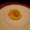 Aulla in carpione Gelato di carpione sopra una tempura di aulla - novellame simile, solo un po' più grande dei bianchetti. La tempura è ottenuta scioccando velocemente della pastella fredda nell'olio bollente