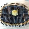 Sugar kelp tart. Tartelletta di alga kelp con pralinato di pino (sul modello di quello di mandorle, autore Canella), panna e crisp di ostrica