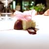 Baccalà mantecato e rapa rossa: il baccalà mantecato con evo, tre espressioni della rapa (centrifugata, cruda tagliata sottile e affumicata)