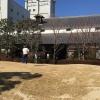 Con l'ultima tappa, approfondiamo i processi di produzione del simbolo giapponese più celebre: il sakè. Torniamo a Kobe, nel quartiere generale di Hakutsuru, il marchio più venduto nel mondo, azienda fondata nel 1743, con 34 miliardi di yen di fatturato (276 milioni di euro)
