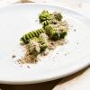 Fusilloni Felicetti in infusione di erbe, polvere di alici arrosto e olio affumicato di Caterina Ceraudo (Dattilo, Strongoli)