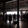 Mercoledì 5 aprile a Melbourne: alle 6.30 della sera vengono aperti gli ingressi del Royal Exhibition Building e i quasi 1000 invitati iniziano a defluire, suddivisi in due file. A destra red carpet per i vip, a sinistra il dietro le quinte per la stampa