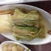 Baek kimchi: cavolo stufato con rape bianche, pere, prezzemolo coreano. Talvolta è servito anche con le castagne