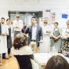 Foto di gruppo prima della cena. Si incaricano dell'introduzionedella serata, dei cuochi e dei piatti Stefano Murialdo, direttore di Eataly Milano (al centro) e Gabriele Zanatta di Identità Golose (a sinistra)
