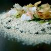 Orzo: terra ed acqua. Ossia orzo mantecato con l'Asiago, fagioli neri (la buccia in mantecatura, il resto in polvere), katsuobushi, lattuga di mare, scampi, limone candito al sale. L'orzo, così risottato, «non scuoce mai»