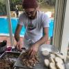 Luciano Monosilio (Pipero, Roma) prepara il su Bao ai piedini di maiale con salsa thai