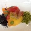 Pomodori, mandorle e polveri di basilico rosso e verde